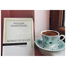 Romeo ve Juliet Hakkında •